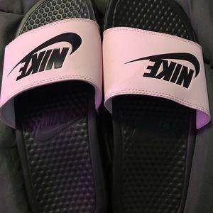 BRAND NEW Pink nike slides size 6